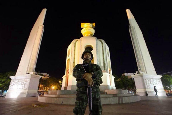 Soldier in front of Democracy Monument