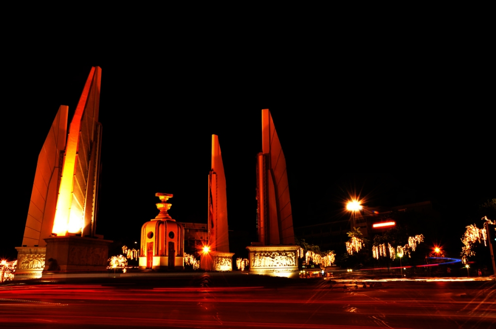 Democracy_Monument_in_Bangkok